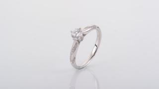 婚約指輪の相場と購入検討時の比較検討で間違えないコツ